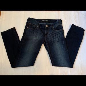 LIKE NEW EXPRESS SKINNY LOW RISE JEANS SIZE 2s💙💙